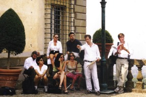 Artist Leonard Porter instructs ICAA students on the first Rome Drawing Tour