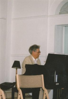 Leon Krier plays an original composition for Windsor Forum participants